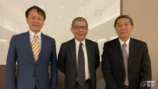 左至右為逸達財務長詹孟恭、董事顏昌人及總經理甘良生。(鉅亨網資料照)