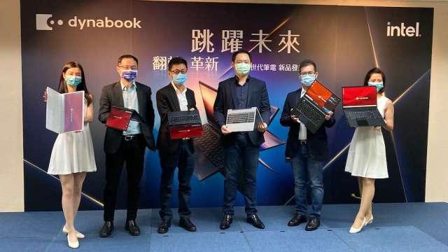 Dynabook在2020資訊月上展出一系列筆電新機種,搶攻B2C市場。(鉅亨網記者彭昱文攝)