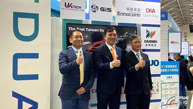 由左至右為TDUA智慧醫療SIG召集人陳俊賢、理事長柯富仁、副理事長楊柱祥。(鉅亨網記者劉韋廷攝)