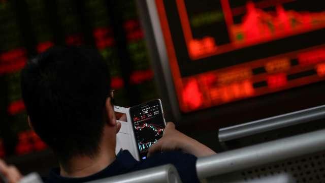 台股「萬四大吉」續改寫新高 外資回頭買 三大法人買超127.39億元。(圖:AFP)