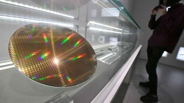 半導體產業繼晶圓代工、封測後,矽晶圓也可望挑戰龍頭地位。(圖:AFP)