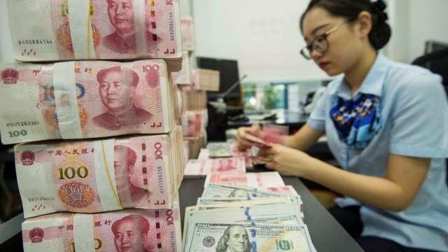 亞幣升值潮降溫 台幣攀23年半新高後轉貶收28.534元。(圖:AFP)