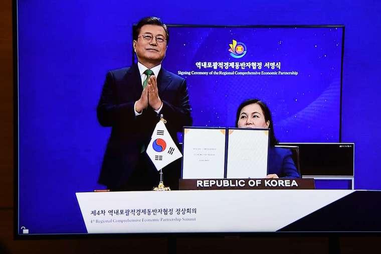 彭博:日韓向中國輸出石化產品 將因 RCEP 成大贏家 (圖片:AFP)