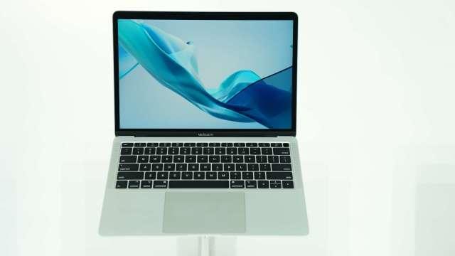 蘋果新筆電帶動,瑞儀11月營收年增逾2成攀22個月新高。(圖:AFP)