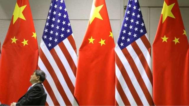 中國外交部:對美實施「對等制裁」並取消美國外交人員臨時訪港澳免簽 (圖:AFP)