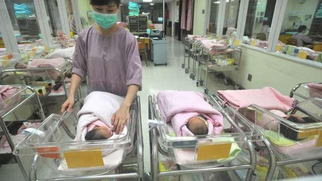 台灣今年首見人口負成長 前11月出生比死亡少1.02萬人。(圖:AFP)