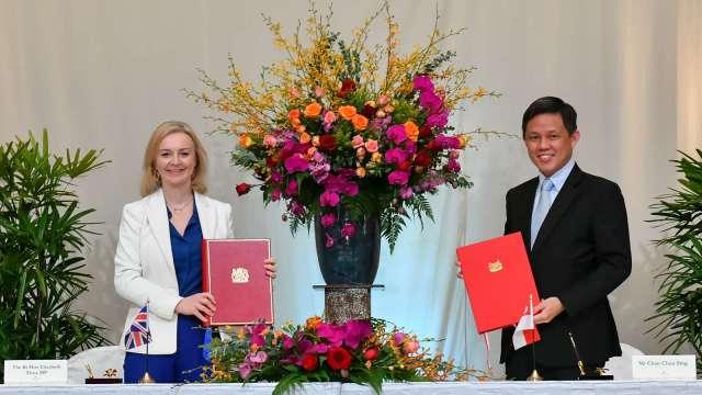 英國與新加坡簽署自由貿易協定 成東協第一國 (圖:AFP)