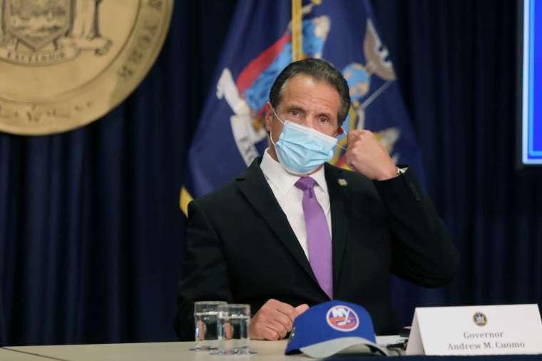 紐約州長庫莫宣布,下周一起紐約關閉室內餐館。 (圖片:AFP)