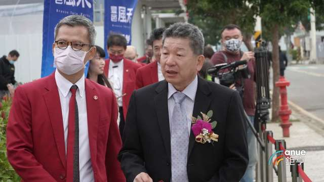 豐邑機構總經理邱崇喆(右)。(鉅亨網記者張欽發攝)