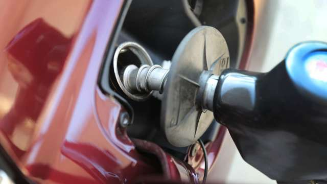 快加油!明起汽柴油調漲0.4元、0.5元。(圖:AFP)