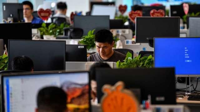 調查:56%上班族估能領到年終獎金 金融業平均2.5個月羨煞人。(圖:AFP)