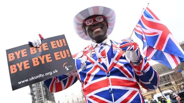 英國製造業警告:無協議脫歐恐讓產業被一拳擊倒 (圖片:AFP)