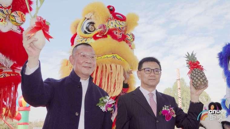 達麗創世紀建案今開工,左為海悅董事長黃希文,右為達麗董事長謝志長。(鉅亨網記者張欽發攝)