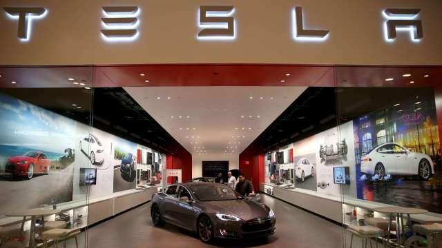 特斯拉今年市占率衝23% 穩坐電動車龍頭 混電車前四大全為歐系車廠。(圖:AFP)
