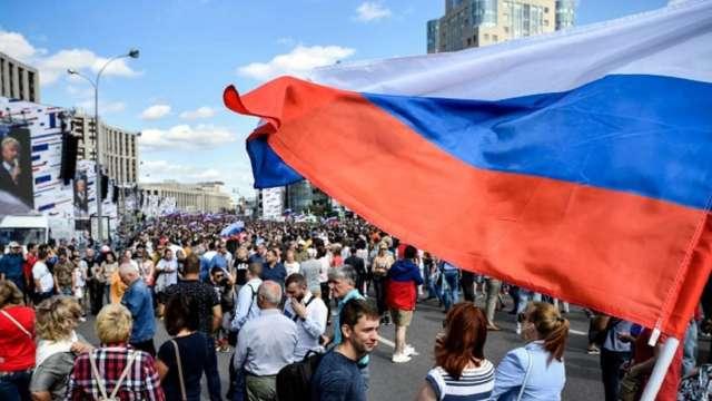 盧布貶太兇 通膨率壓不下來 俄羅斯央行難以降息。(圖:AFP)