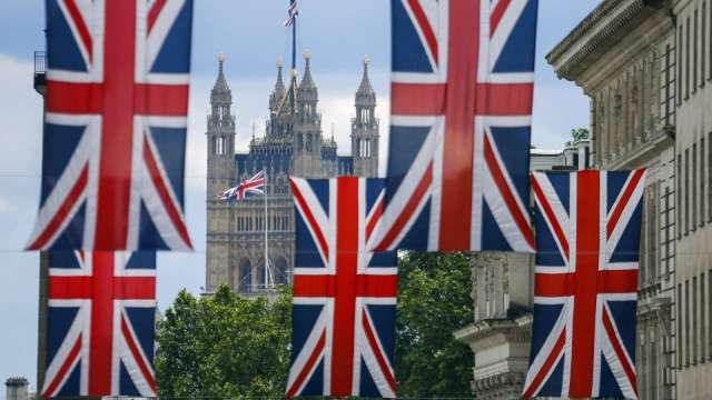 英國12月消費者信心快速提振 漲幅創8年來新高(圖片:AFP)