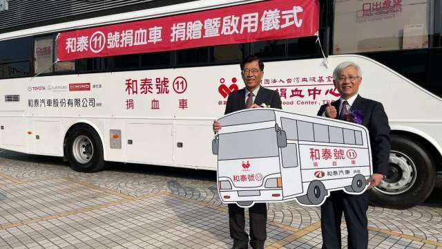 和泰汽董事長黃南光(左)與血液基金會執行長魏昇堂(右)。(圖:和泰車提供)