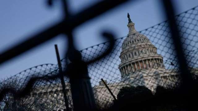 紓困仍難產!美國國會阻政府關門 通過短期支出案 (圖:AFP)