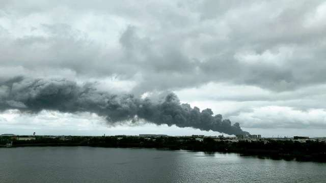 化學溶劑原料金屬納桶疑似破裂 廠區再傳爆炸。(圖:讀者提供)