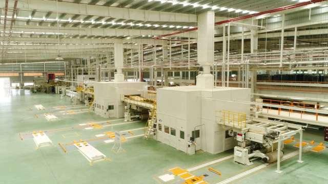 正隆越南隆安廠先進複瓦機設備。(圖:正隆提供)