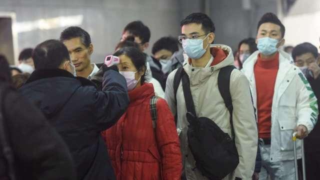 桃園某代工大廠傳員工染疫,公司證實將全面提升防疫措施。(圖:AFP)