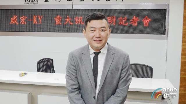 威宏財務長王棠楷今赴交易所說明100%收購越南運動包袋廠 。(鉅亨網記者張欽發攝)