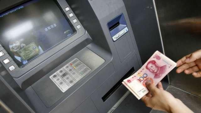 ATM市場萎縮 日商OKI退出中國市場 (圖片:AFP)