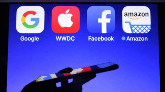 華爾街日報:臉書和Google曾同意協助彼此應對反壟斷指控 (圖:AFP)