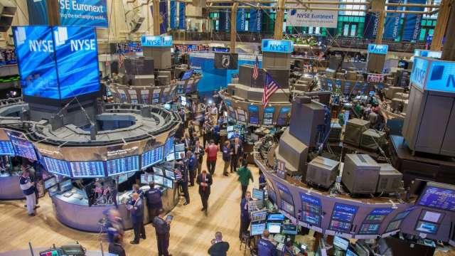 〈美股盤後〉資金追捧週期股 標普最後15分鐘回吐大部分漲幅 (圖片:AFP)