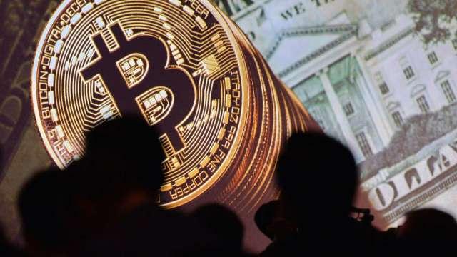 「末日博士」魯比尼:比特幣毫無價值 泡沫即將破滅(圖:AFP)