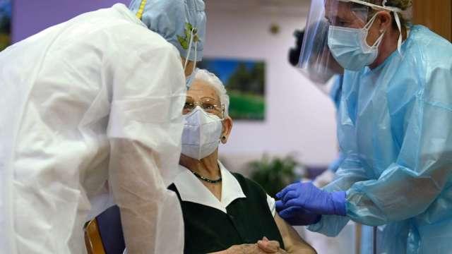 以色列75歲老翁接種輝瑞疫苗後 死於心臟病。(圖片:AFP)