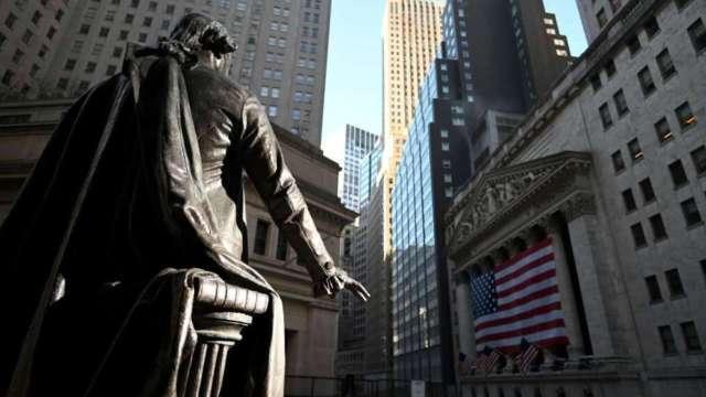美元延續走貶格局 華爾街:這是銀行股的及時雨 (圖:AFP)