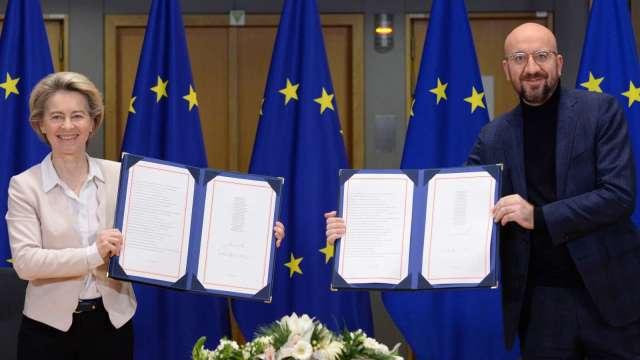 歐盟正式簽署脫歐貿易協議 下一步送交英相強生簽署、英議會表決 (圖:AFP)