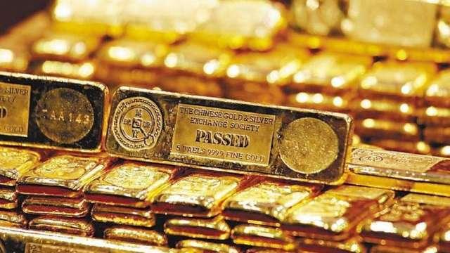 油金背離的一年!黃金今年漲25%十年最佳 油價重摔20% (圖:AFP)