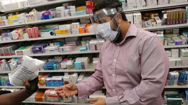 疫情、政治壓力成營收威脅 各大藥廠2021年起漲美國藥價(圖片:AFP)
