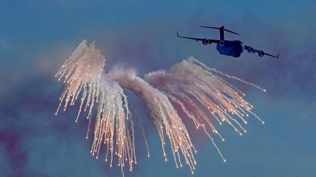 特斯拉刷新高!2020年史詩級暴漲 空軍慘賠380億美元 (圖片:AFP)