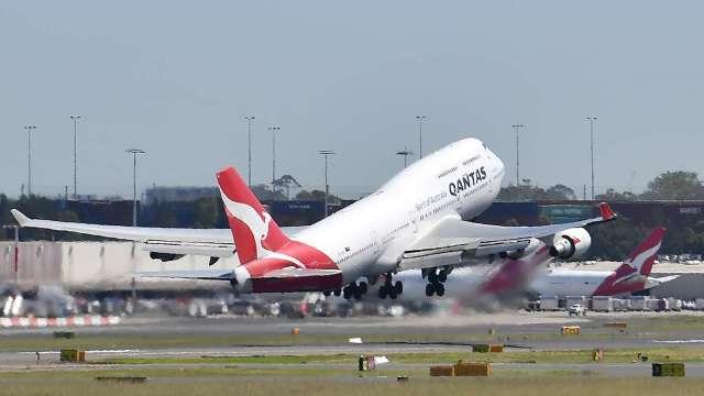 疫情衝擊下 航空業全球客運量跌回1999年水平(圖片:AFP)
