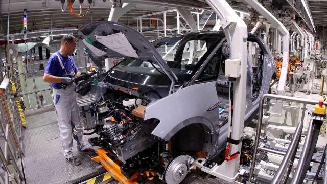 美國12月Markit製造業PMI終值上修至57.1 寫逾6年新高 (圖:AFP)