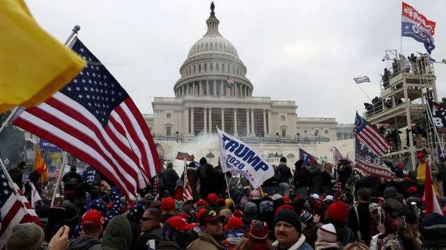 〈美股盤後〉川普支持者闖入國會掀暴動 藍色浪潮助攻道瓊登新高 (圖片:AFP)
