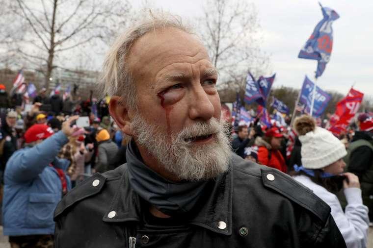 川普支持者反對選舉結果,在美國國會大廈內外掀起暴動 (圖片:AFP)