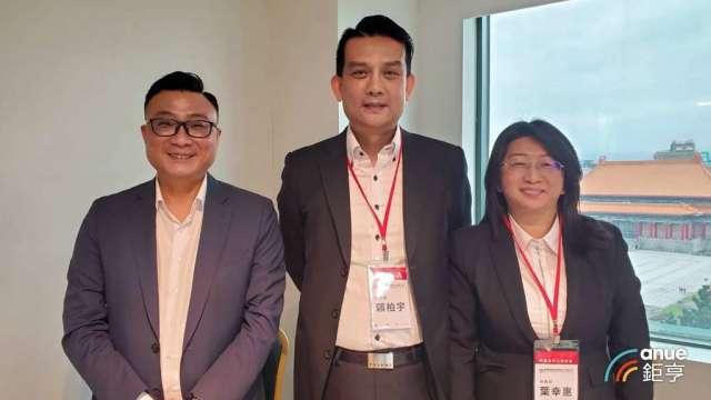 聯發國際董事長鄭凱隆(左)和總經理賴柏宇(中)。(鉅亨網資料照)