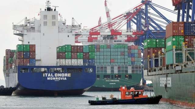 〈焦點股〉貨櫃三雄觸礁 陽明連吞2根跌停。(圖:AFP)