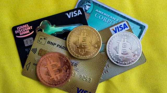 比特幣、以太幣攜手強攻 加密貨幣總市值突破1兆美元(圖:AFP)