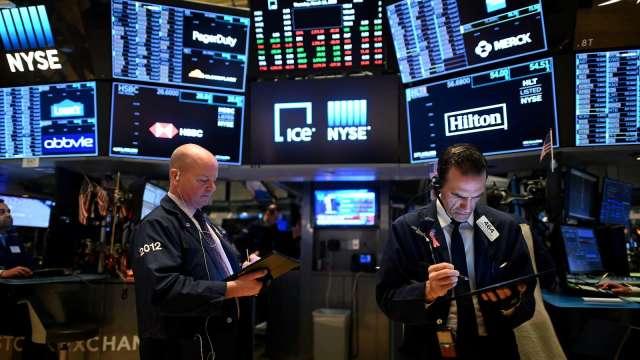 散戶大舉入市領2020年股票期權交易衝高 蘋果、特斯拉與蔚來最火熱 (圖:AFP)
