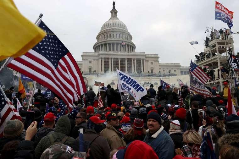 川普支持者在國會大廈掀起動亂。(圖片:AF)