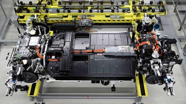 新能源概念類股輪動 造車上太陽能下(圖片:AFP)