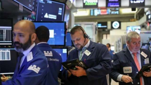 〈美股早盤〉美股開盤再衝新高 特斯拉股價續飆 市值衝破8000億美元 (圖:AFP)