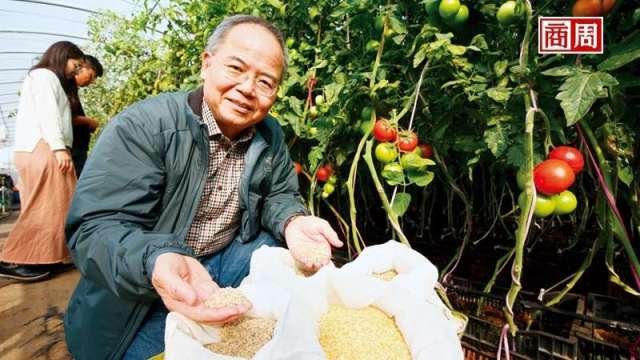 林台總經理賴宏南,憑著成千上萬的小種子成了國際市場的隱形冠軍。(攝影者駱裕隆/商周)