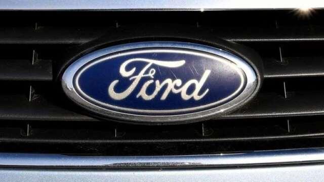 晶片短缺烏雲壟罩車市 福特宣布部分產線暫停營運(圖:AFP)