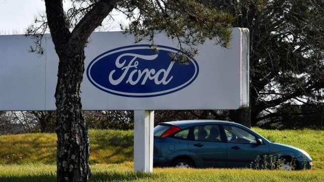 車用晶片短缺衝擊 汽車製造商提減產、停工計畫(圖:AFP)